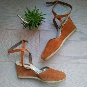 Spanish leather suede wedge heels
